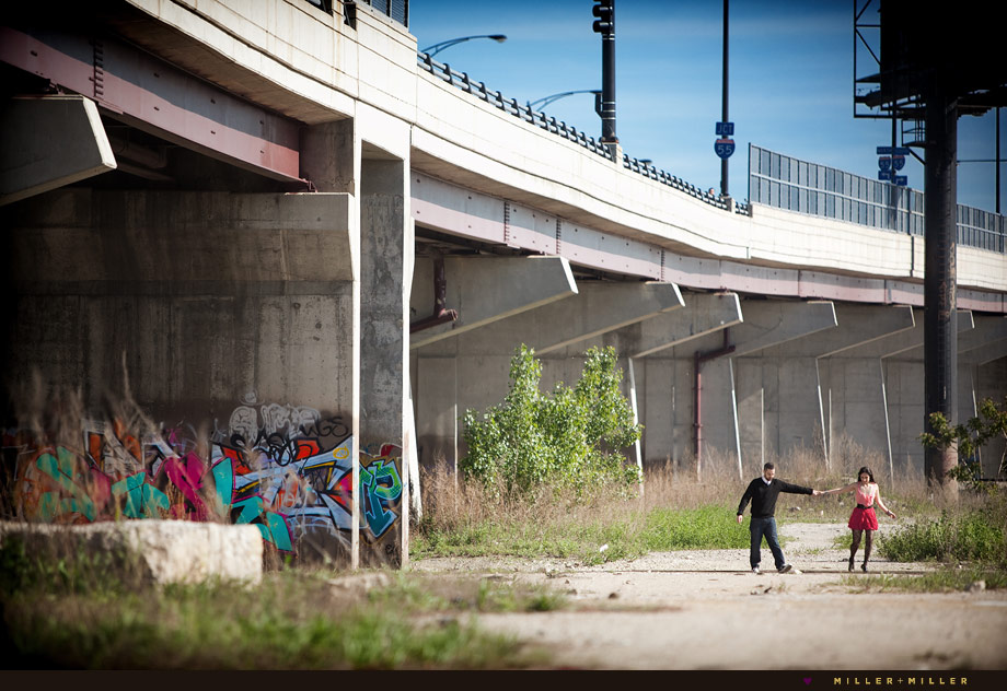 couple walking chicago street graffiti