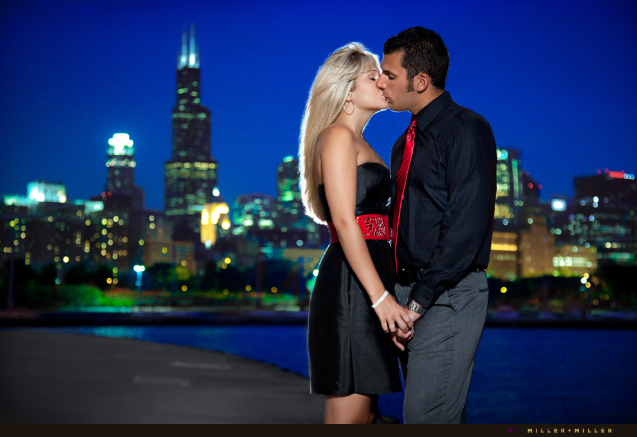 night engagement portraits chicago skyline