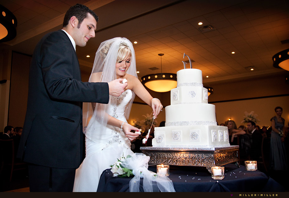 glamourous-wedding-cake-cutting