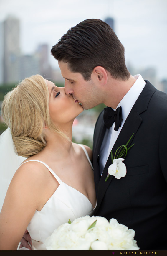 dramatic chicago wedding pictures