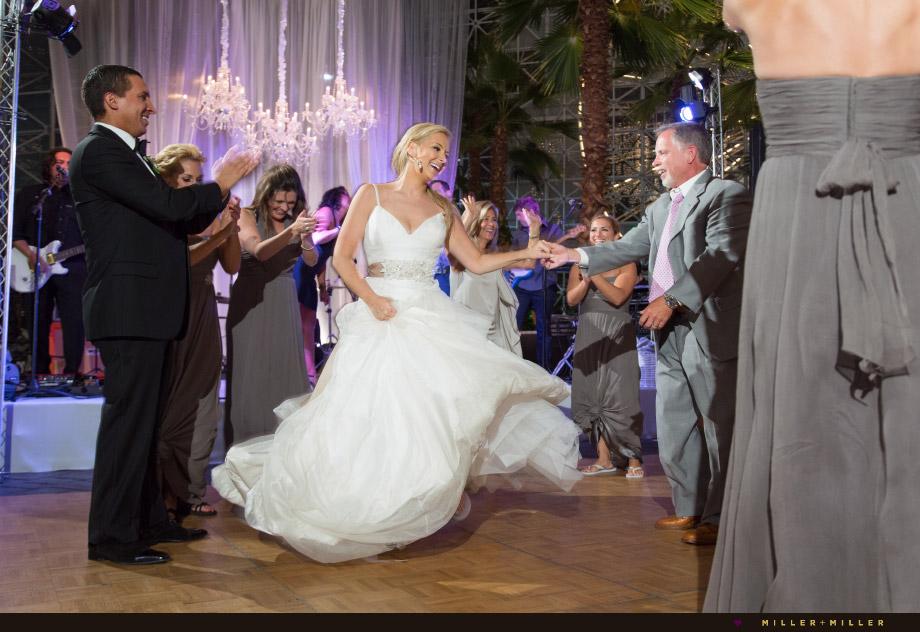 upbeat style wedding photos