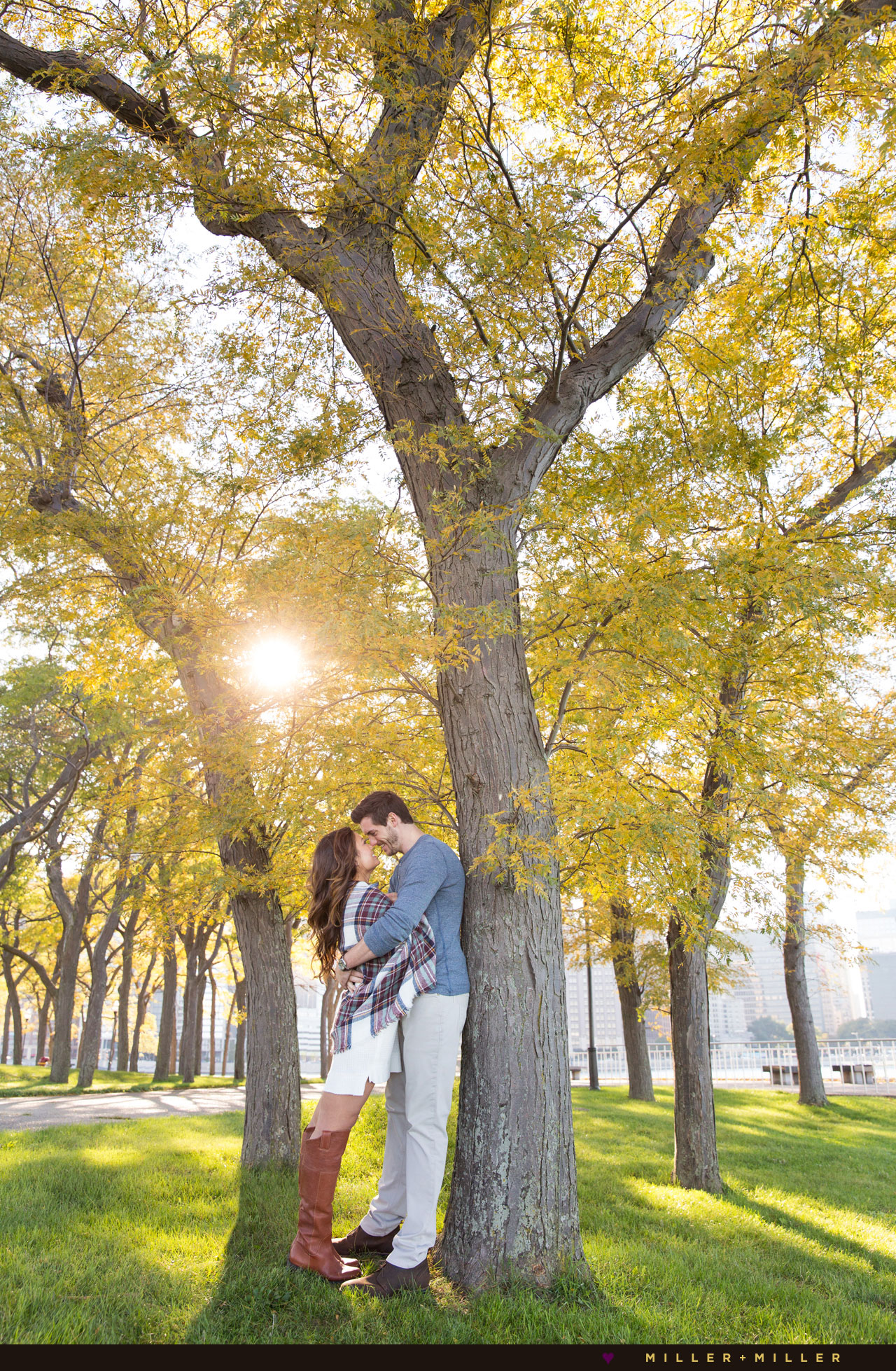 fall-chicago-engagement-photos