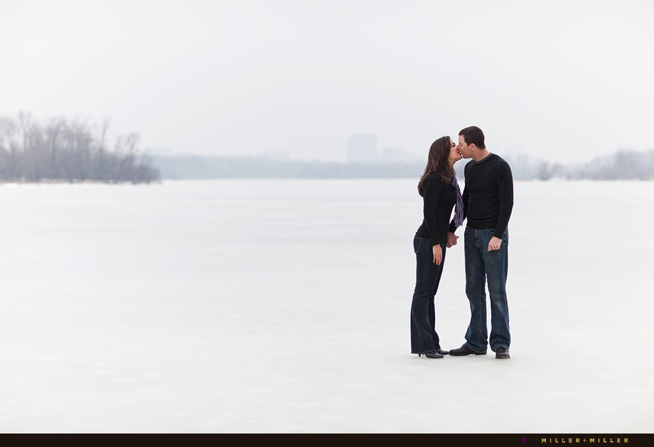 romantic chicago winter engagement photos pictures