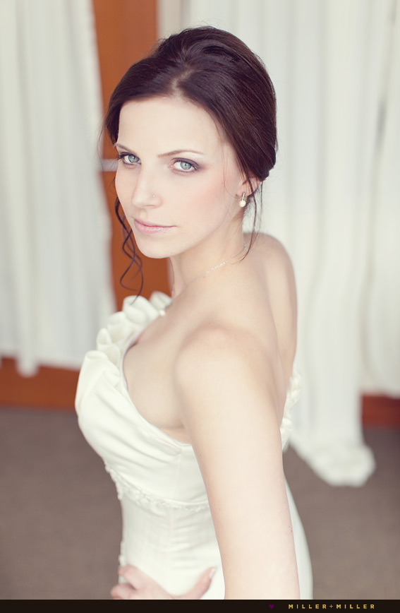 fall wedding beautiful bride glamour