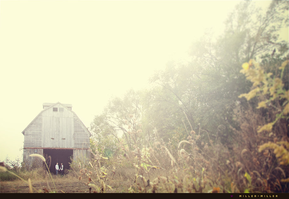 illinois barn couple photography