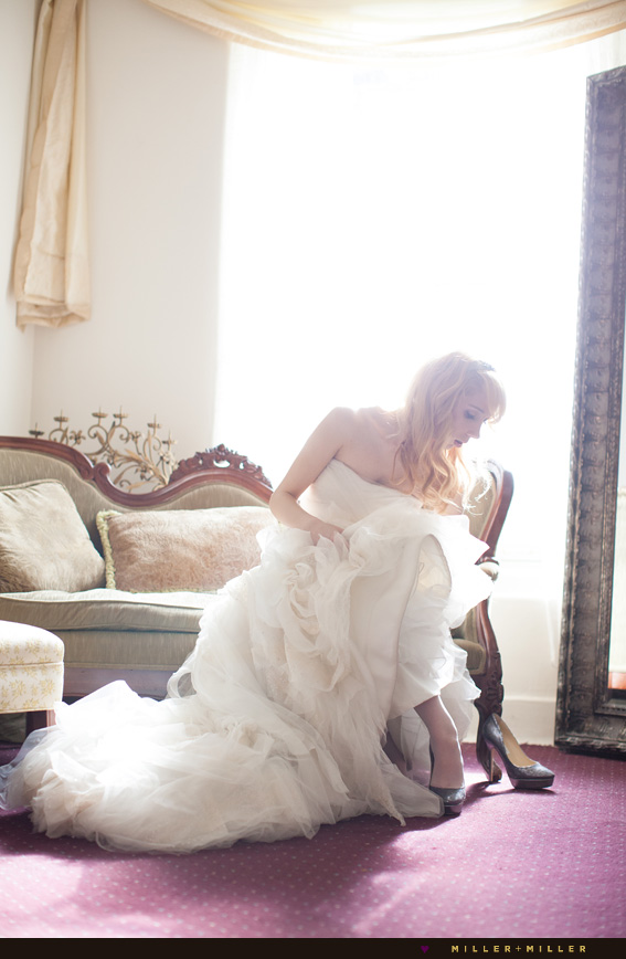 exquisite bride dressing alone photos