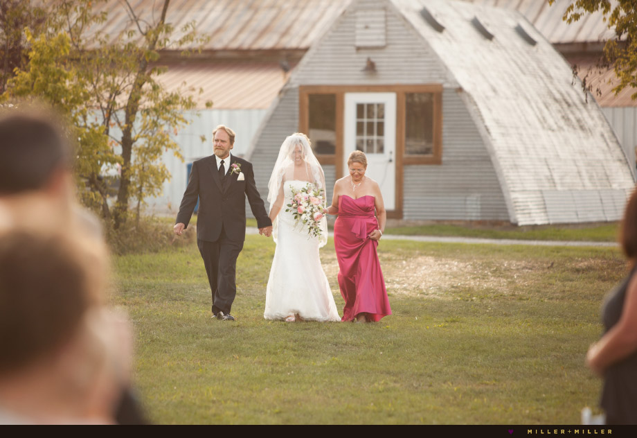 beautiful midwestern country ceremony