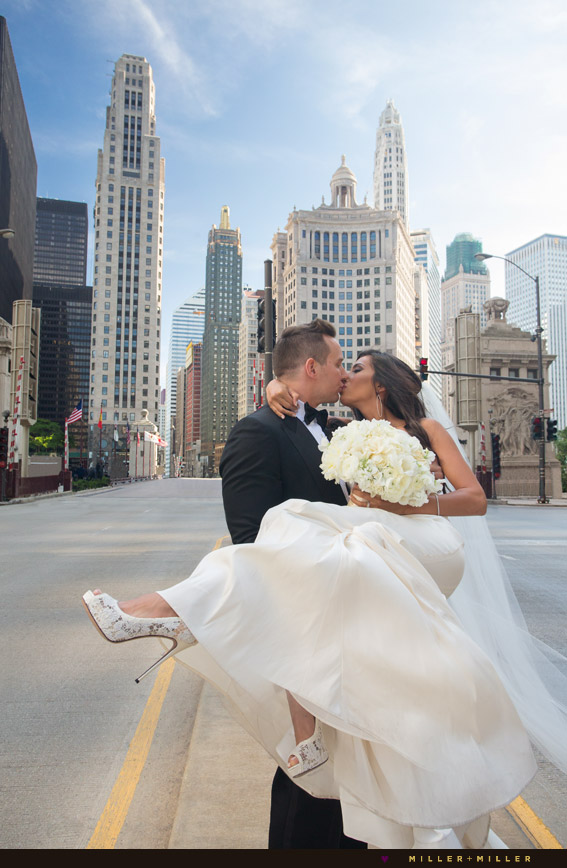 wedding photos center michigan avenue kiss