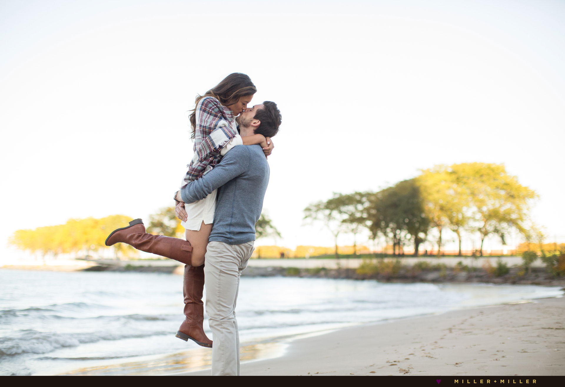 beach-chicago-engagement-photos