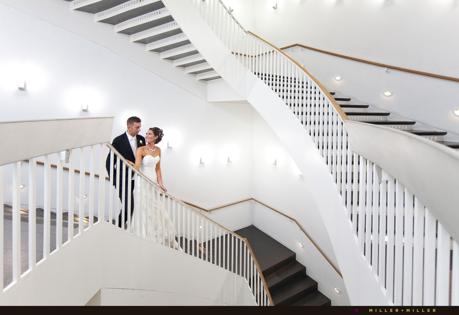 photos-modern-wing-curving-staircase-art-institute-chicago-wedding